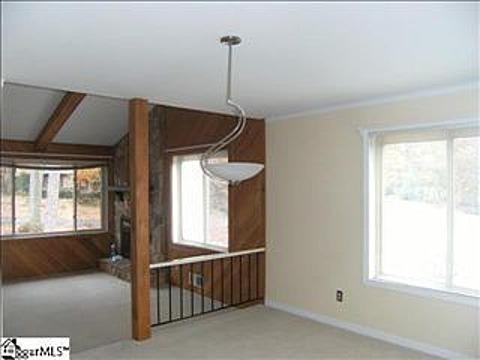 Living Room-Bar